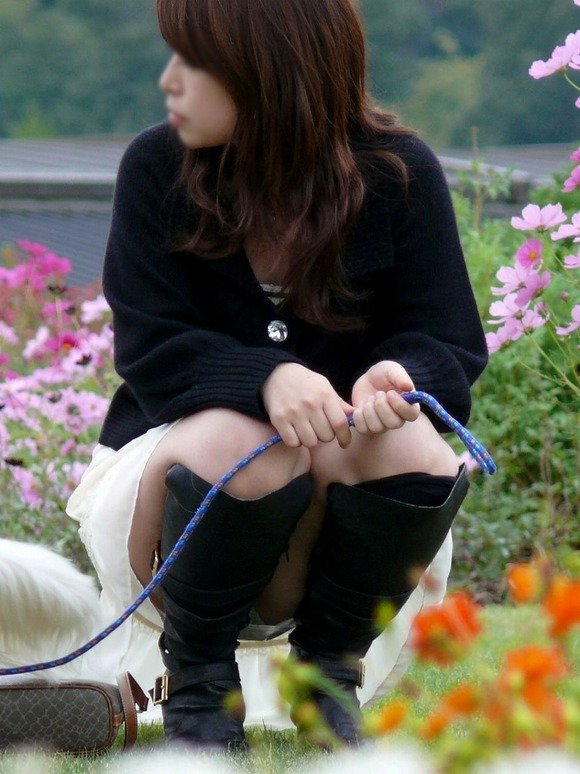 【パンチラ画像】うわぁ…パンツまる見え!!最近の女の子はお股ゆるゆる…プライベートな下着がリアルなパンチラ盗撮画像 その8