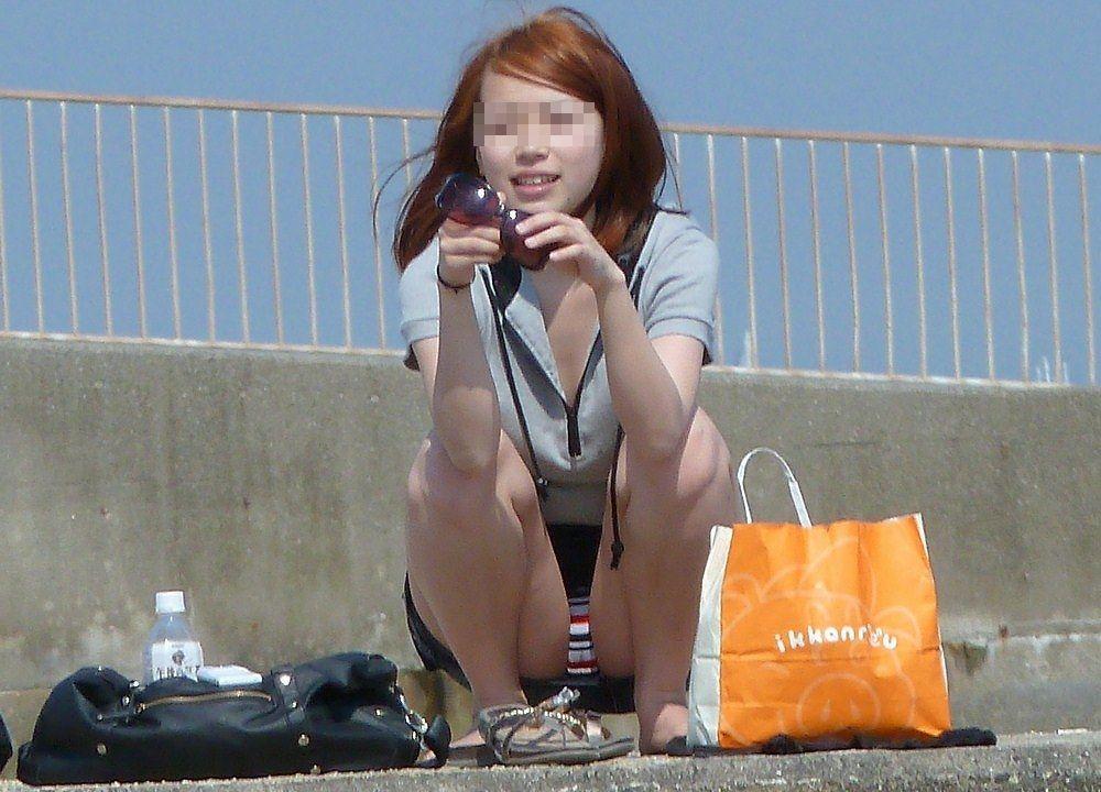 【パンチラ画像】うわぁ…パンツまる見え!!最近の女の子はお股ゆるゆる…プライベートな下着がリアルなパンチラ盗撮画像 その9