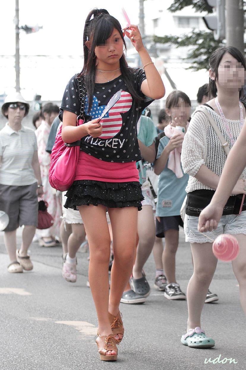 【街撮り画像】こういう女の子に欲情したらアウト…成長途中の幼い身体つきがガチで子供!?ロリコン判定に使えそうな街撮り画像 その2