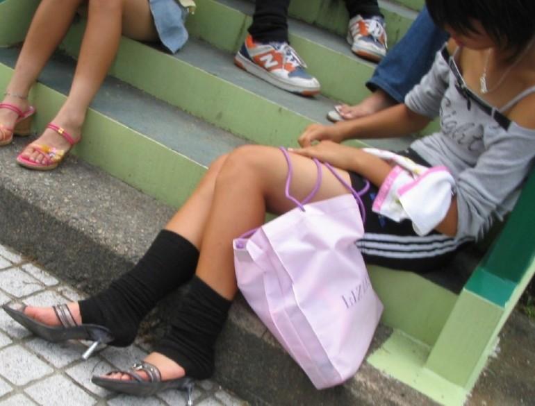 【街撮り画像】こういう女の子に欲情したらアウト…成長途中の幼い身体つきがガチで子供!?ロリコン判定に使えそうな街撮り画像 その11