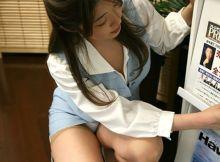 こんなOLさんが同僚だったら…セクハラ不可避!!会社でパ○チラ胸チラしまくるOLエ□画像