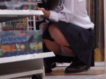 日常生活の中で最も自然なパンチラ!?買い物中の女の子は無防備…ちょー自然体なパンチラ画像がめっちゃ興奮するwww