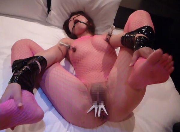 プライドもズタボロ…肉便器として調教されている素人のおばさん!ちょーやばいSM調教画像