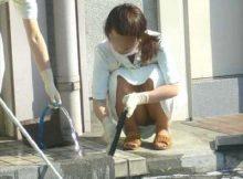 パンチラしてるのにまったく気づいてないww素人の女の子が街中でやらかしたエッチなハプニング画像