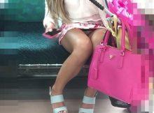 素人の女の子がおまたぱっか~ん!!パンチラしてる自覚もないのか…電車内で撮られたリアルなパンチラ画像