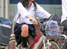 早く自転車通学する女子高生が見られるようになってほしい…願いを込めたエッチなパンチラハプニング画像
