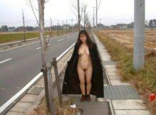 街に人がいようがいまいが…本能のままの痴態を晒す女たち!卑猥すぎる裸がヤバい野外露出画像