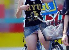 パ○チラ見えすぎ!!ホントに自覚ないのか…自然な見えかたがエ□い自転車パ○チラ画像