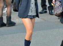 """<span class=""""title"""">肌寒い季節になってきても超短いスカート!細い美脚が色っぽいミニスカ女子高生の街撮りエロ画像</span>"""