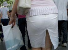 """<span class=""""title"""">パツンパツンのタイトスカートに浮かぶパンティラインがセクシー!女性の透けパンが興奮する街撮りフェチ画像</span>"""