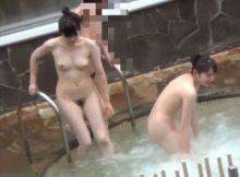 大きなお○ぱい小さなお○ぱい…マ○毛の濃い女性薄い女性みんなすっぽんぽん!全裸がまる見え露天風呂盗撮エ□画像